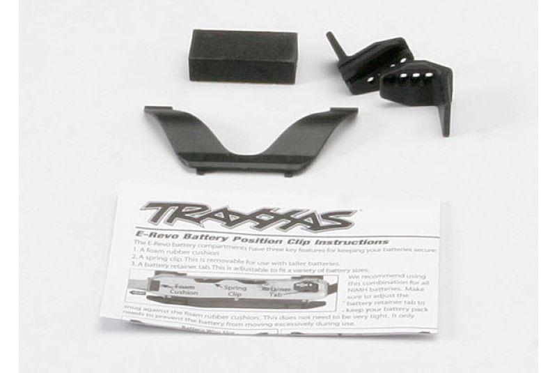 Запчасти для радиоуправляемых моделей Traxxas TRAXXAS Retainer clip, battery (1): front clip (1) :rear foam spacer (for one compartm